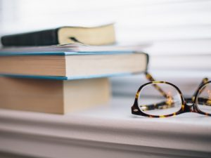 eyeglasses_and_blurry_books